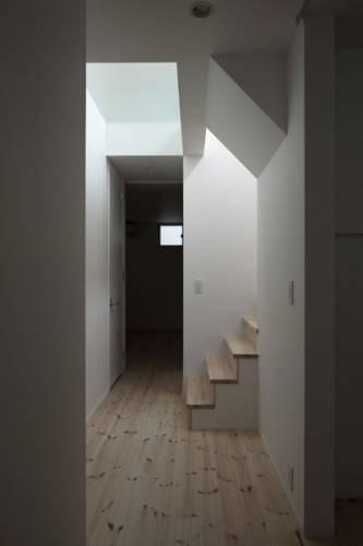 додаткове освітлення коридору черех проріз