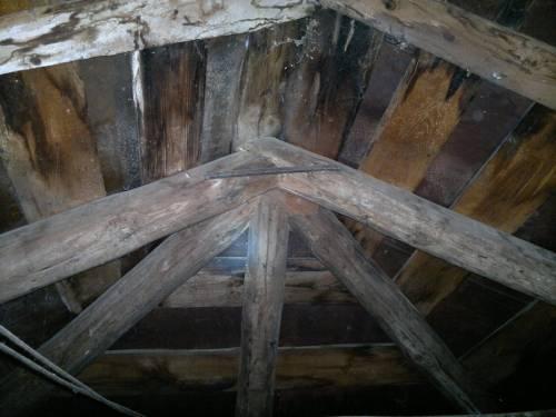 Дерев'яні балки конструкцій даху