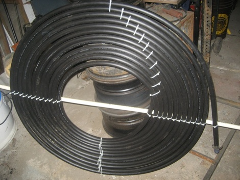 Закріплення гумового шланга у вигляді спіралі для