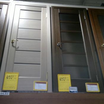 обычные деревянные двери для комнаты